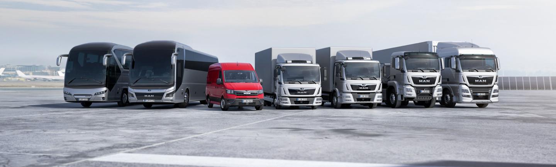 בתמונה 4 משאיות, 2 אוטובוסים וואן של תוצרת מאן